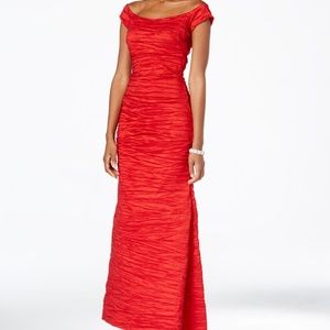 Long Red Fitted Fishtail Taffeta Gown  Size 16 NWT